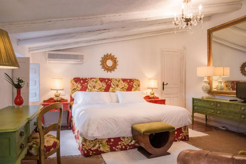 hotels with  charm in aliseda  9