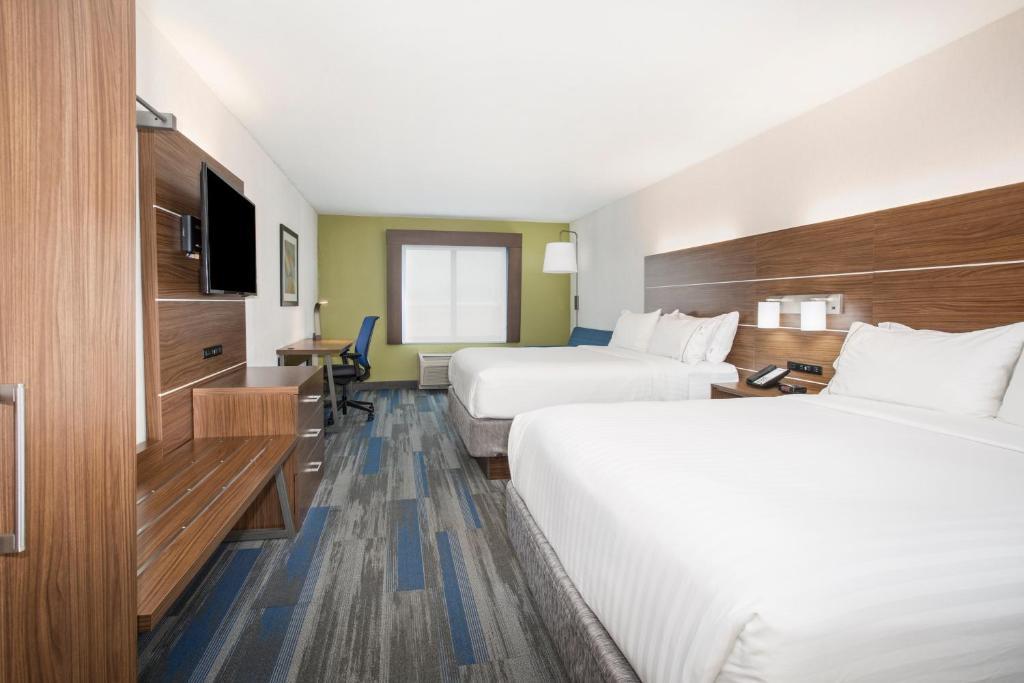 Holiday Inn Express Village West, Kansas City, KS - Booking.com