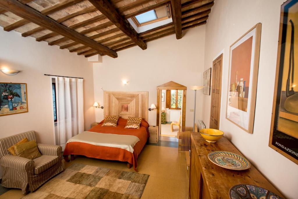 Кровать или кровати в номере La Torretta Historical Home
