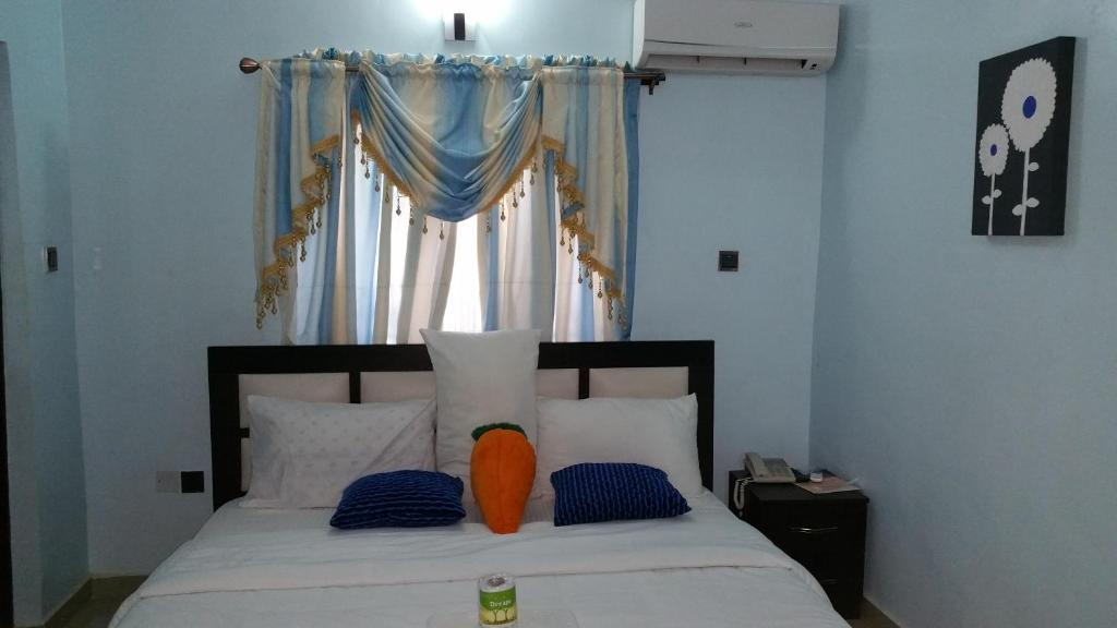 Featuring Free Wifi And A Fitness Centre Hotel De Currency Offers Accommodation In Sango Otta The Has An Outdoor Pool Barbecue Guests Can