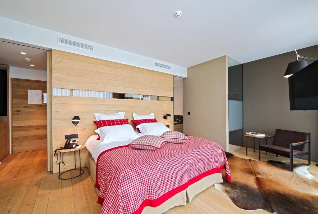 Vue de la chambre d'hotel moderne et confortable