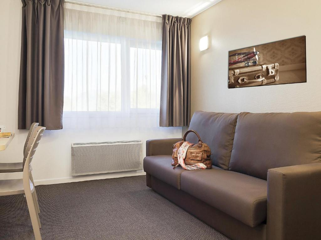 voir les photos with maison du monde seynod. Black Bedroom Furniture Sets. Home Design Ideas