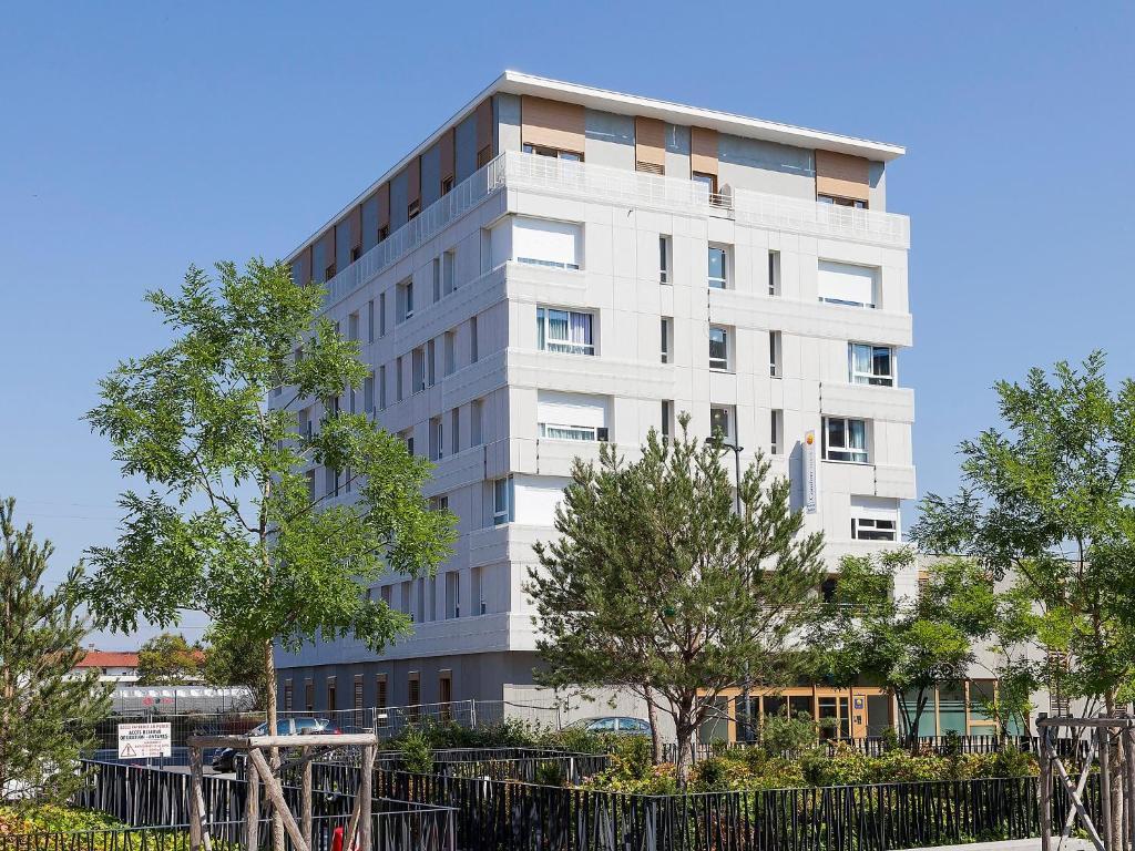 apartment comfort suites porte de gen ve 3 annemasse france. Black Bedroom Furniture Sets. Home Design Ideas