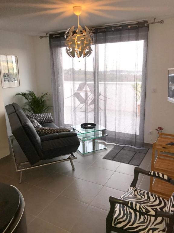 autres photos with maison du monde saint jean de vedas. Black Bedroom Furniture Sets. Home Design Ideas