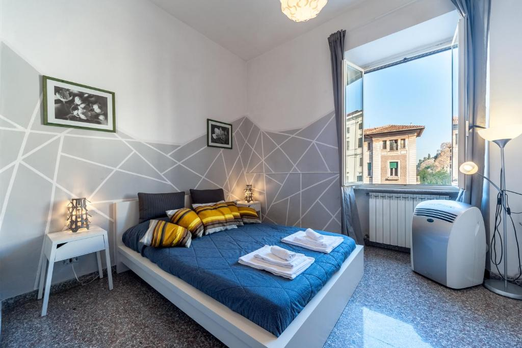 A bed or beds in a room at TriDomus Apartment - Filiberto 233