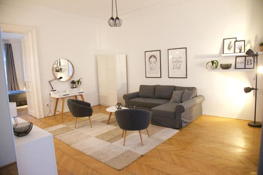 A seating area at Five Season's Apartment