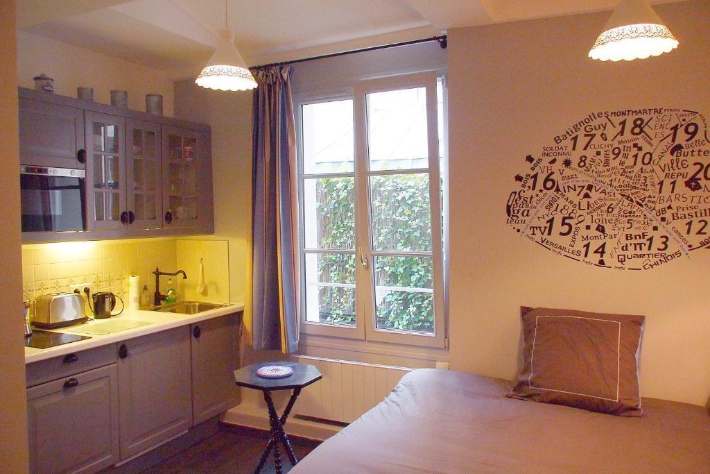 Küche/Küchenzeile in der Unterkunft Petit Paris - Oasis in Marais