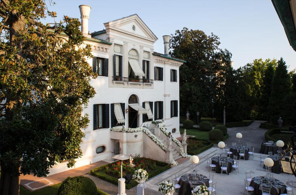 ルレ エ シャトー ホテル ヴィラ フランチェスキ(Relais et Châteaux Hotel Villa Franceschi)