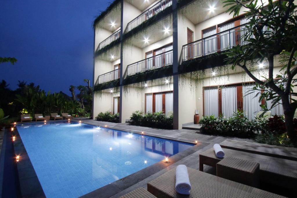 The swimming pool at or close to Byasa Ubud