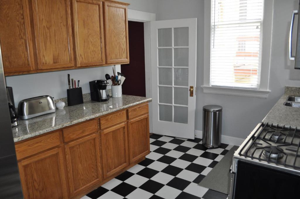 spacious 2 bedroom edwardian flat san francisco ca
