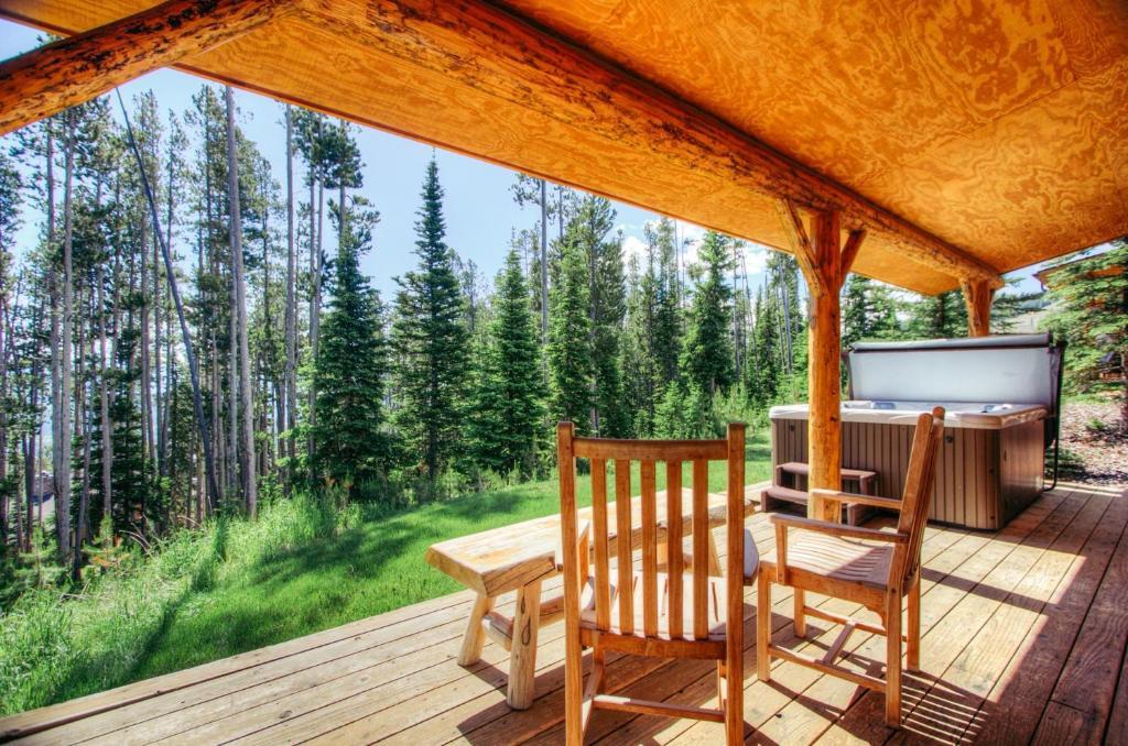 Vacation Home Cowboy Heaven Cabins-3 Rustic Ridge, Big Sky Mountain