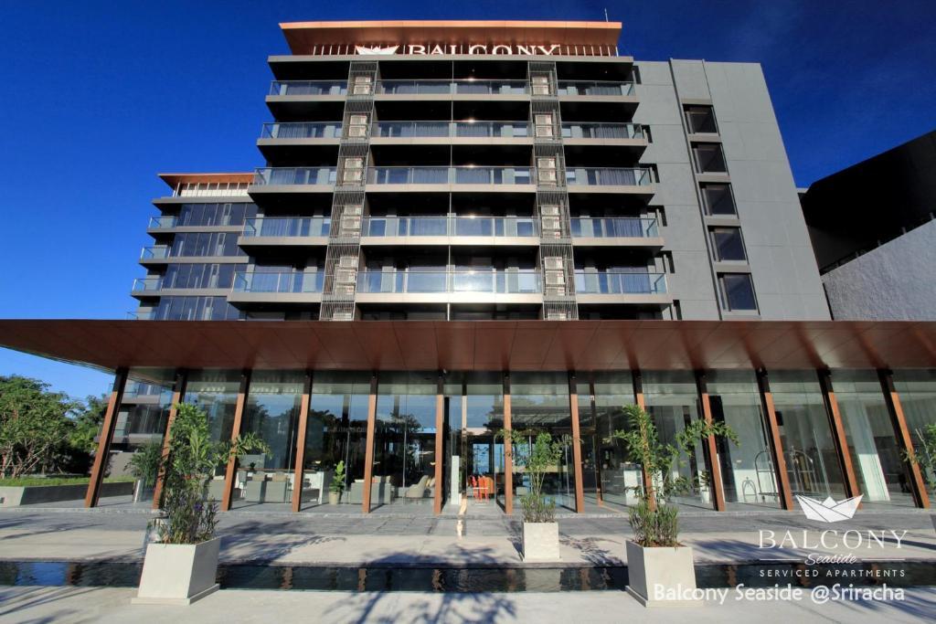 Balcony seaside si racha hotel thailand for Balcony booking