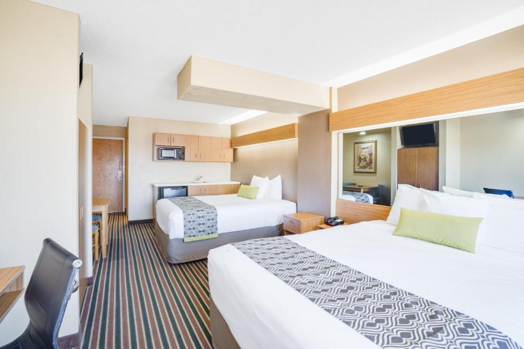 Microtel Inn   Suites by Wyndham Pigeon Forge  USA  DealsMicrotel Pigeon Forge  TN   Booking com. 2 Bedroom Suite Hotels In Pigeon Forge Tn. Home Design Ideas