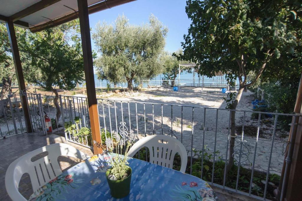 Appartamenti sul mare da antonino mattinata prezzi for Appartamenti pescoluse sul mare