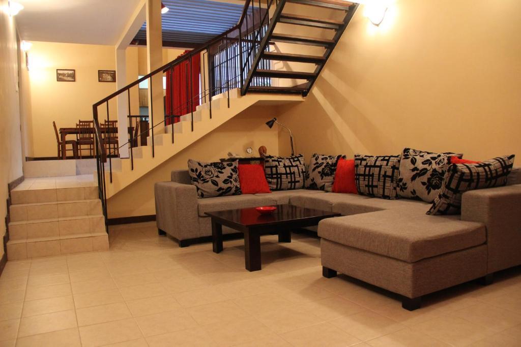 Veranda Balkon Victoria : Victoria blue apartments ruanda kigali booking