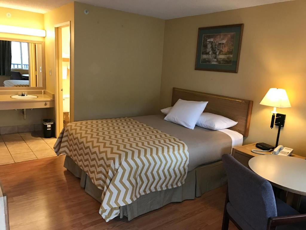 Travelodge Tacoma Near McChord AFB Monta Vista WA Bookingcom - Monta in us map