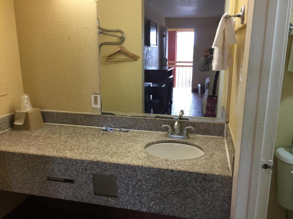 Bathroom Sinks Jackson Ms diamond inn motel, jackson, ms - booking