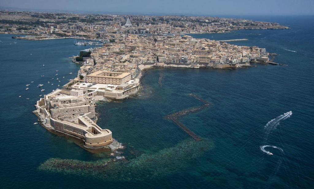 Apartment ortigia home syracuse italy for Hotels in siracusa ortigia