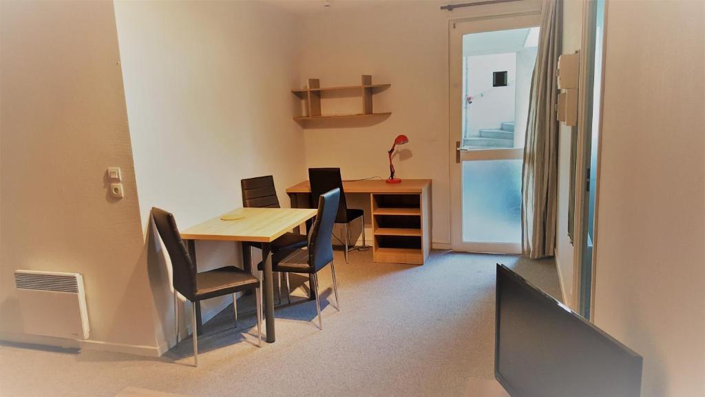 appart 39 h tel appart reims champ mars france reims. Black Bedroom Furniture Sets. Home Design Ideas