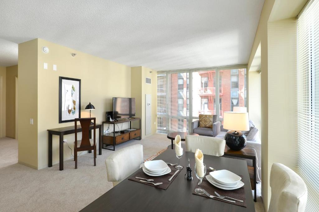 Apartment Global Luxury Suites Chicago IL Bookingcom - 8 awesome extras in luxury hotel rooms