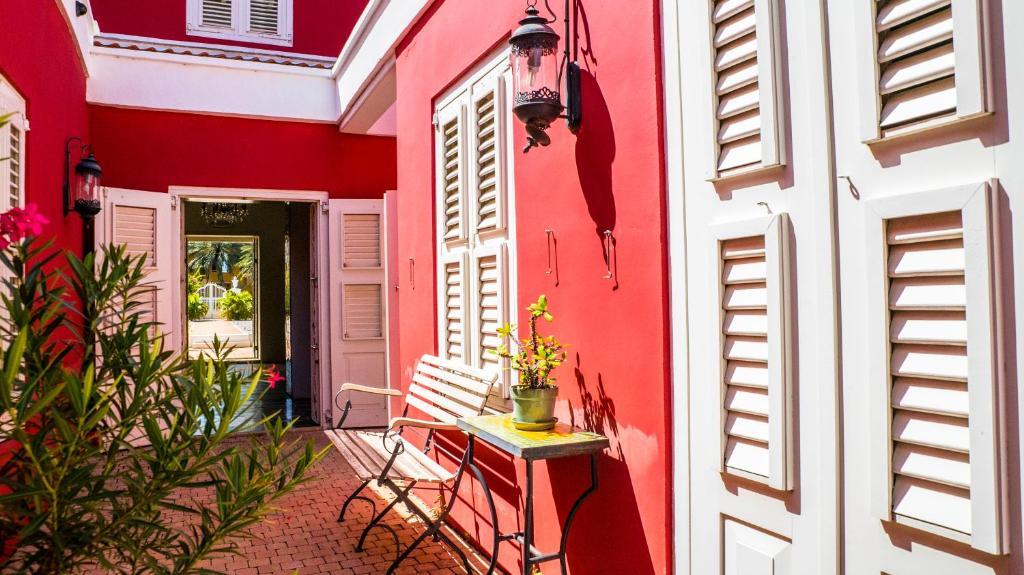Kleurrijke Deense Villa : Villa tokara curaçao willemstad booking