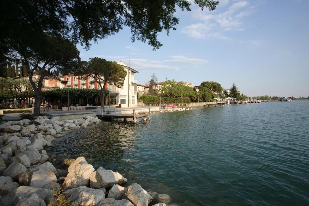 Hotel Giardino Sirmione Italy Booking Com