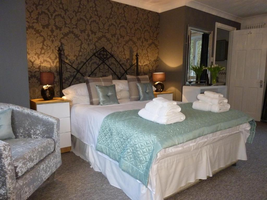 A bed or beds in a room at Almondsbury Luxury Apartment