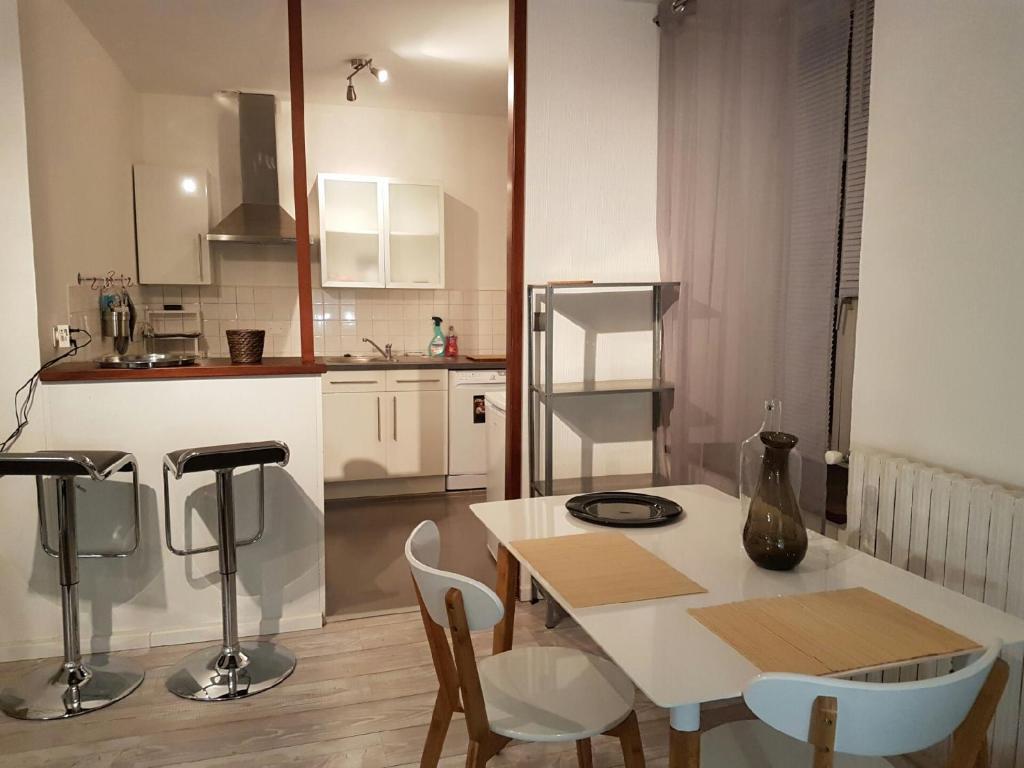 appartement appart titanic cherbourg france cherbourg. Black Bedroom Furniture Sets. Home Design Ideas