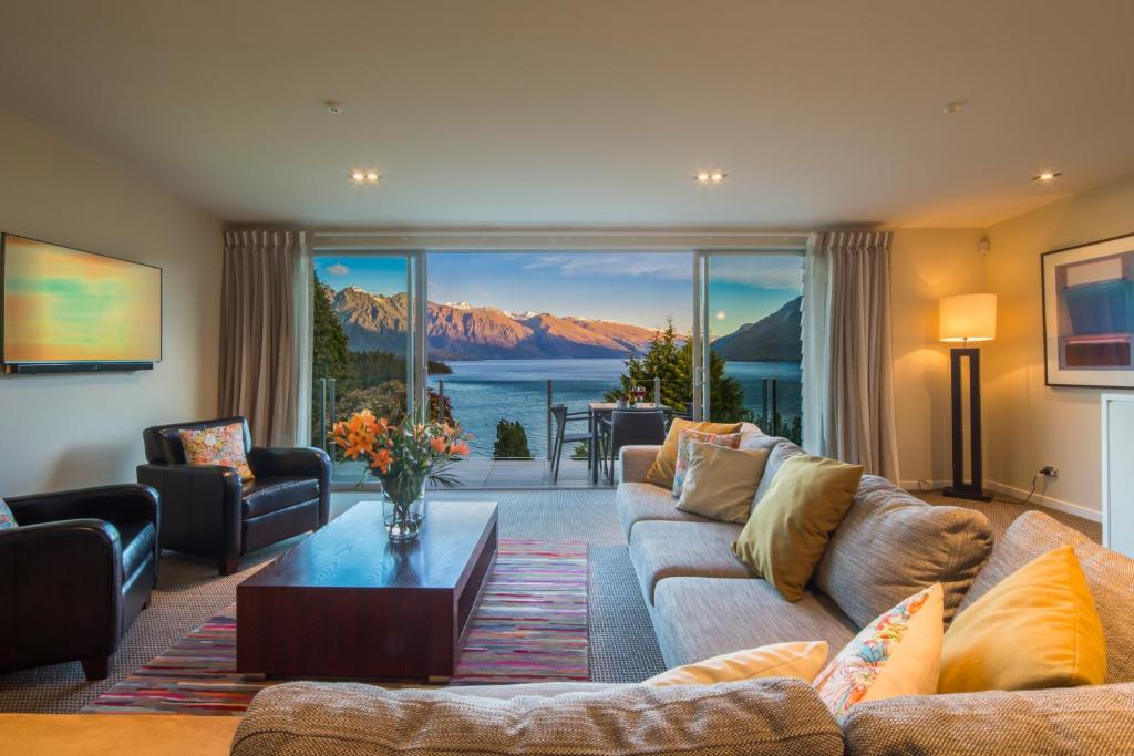 A seating area at LakeRidge Queenstown