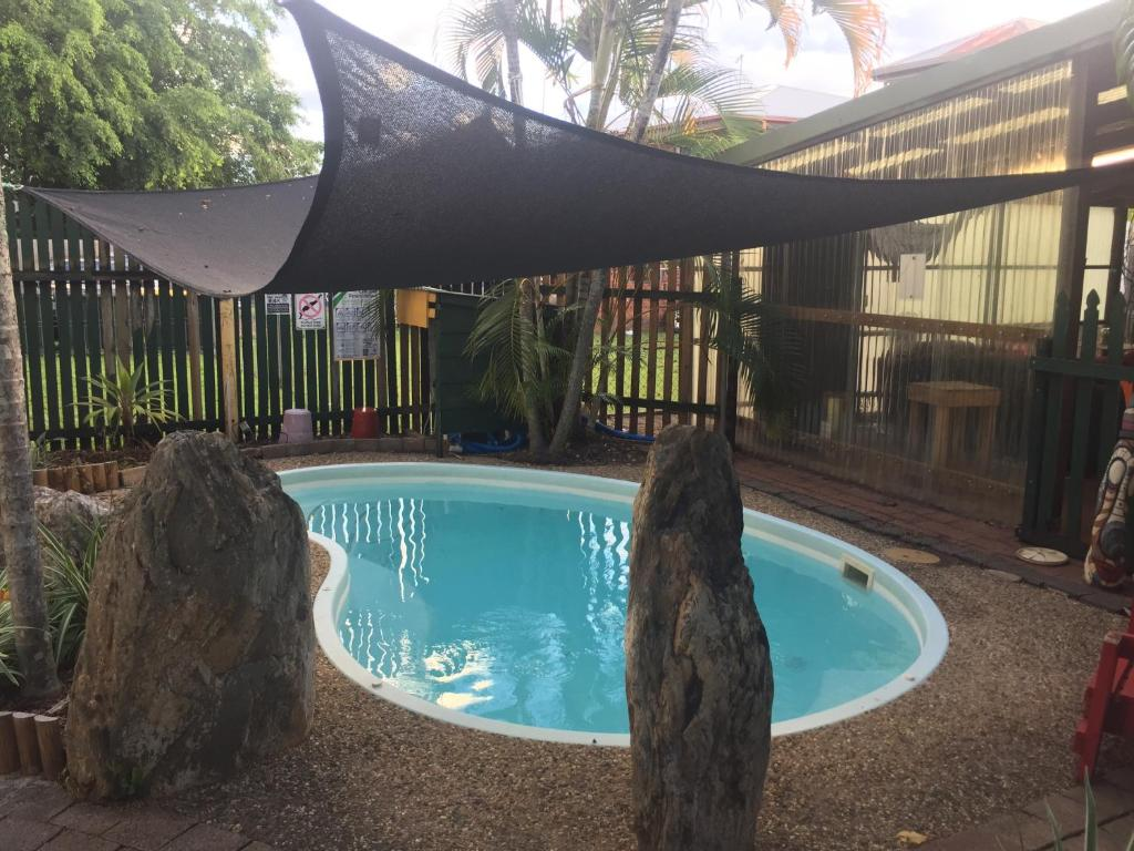 The swimming pool at or near Cairns City Backpackers Hostel