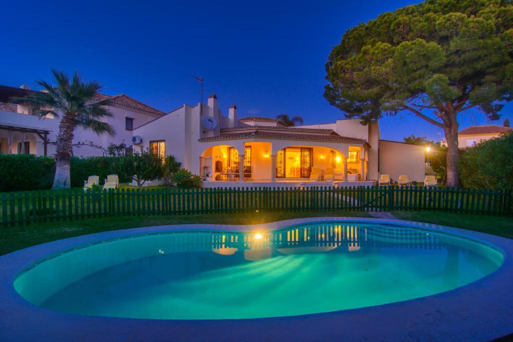 Villa Beach House Las Chapas (Spanje Marbella) - Booking.com