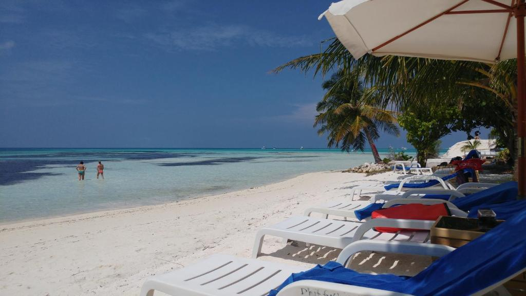 Crown Beach Hotel Maldives Malediven Dhiffushi Booking Com