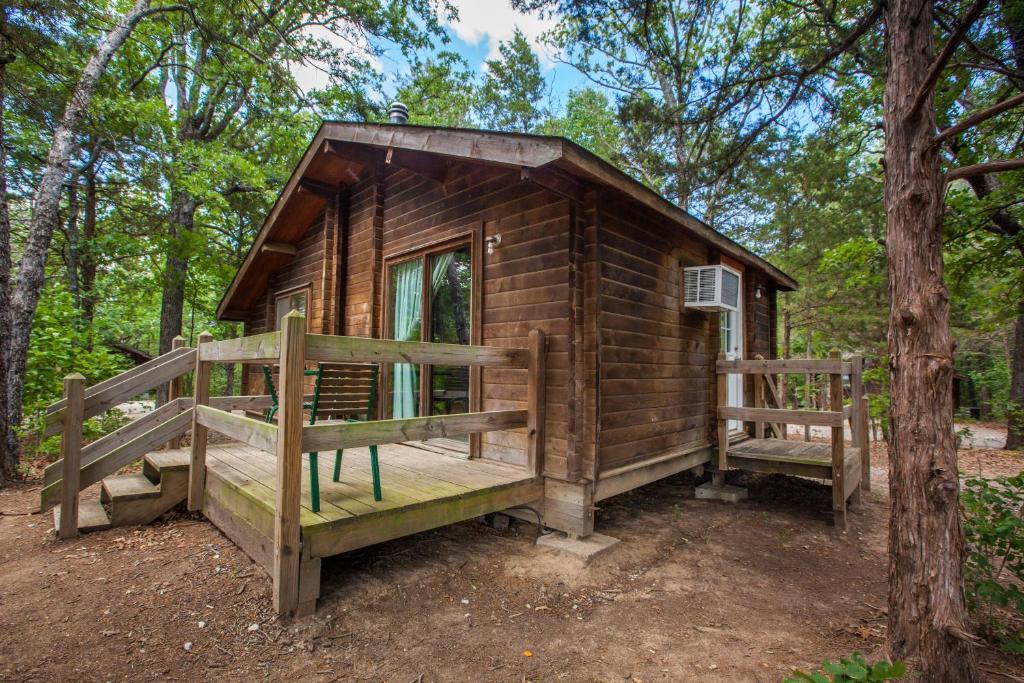 Lake Texoma Camping Resort Cabin 9, Willow Spring, TX