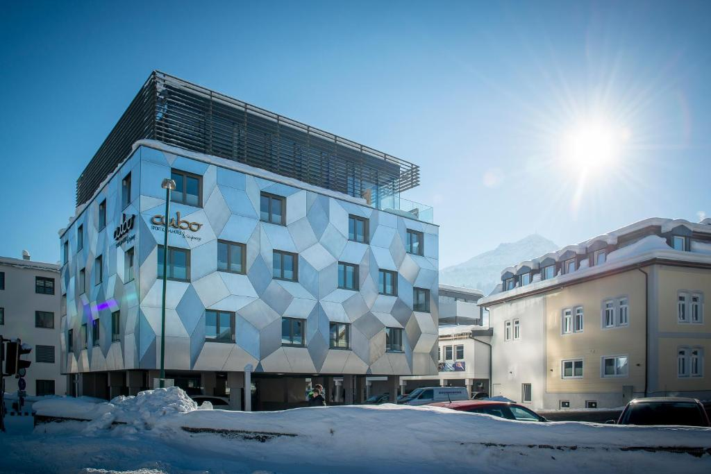 Cubo sport art hotel sankt johann in tirol updated for Art hotel design