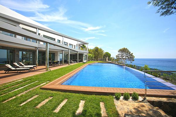 Foto del Luxury brand new villa on the first line from the sea