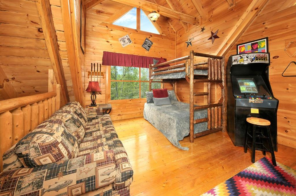 Vacation home hakuna matata two bedroom cabin pigeon forge tn for 2 bedroom hotels in pigeon forge