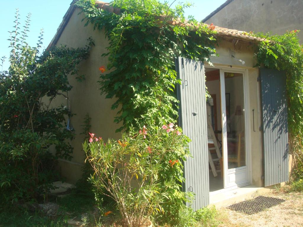 Vacation Home Petite maison et jardin en Provence, Charleval ...