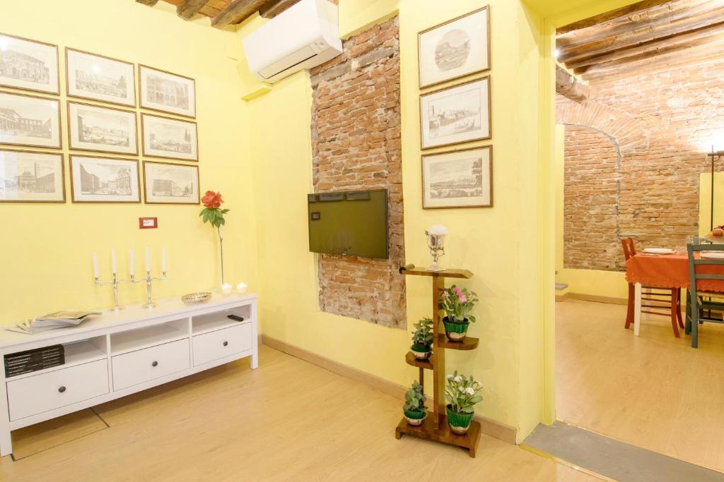 Cozy bricks in lucca apartments lucca u2013 prezzi aggiornati per il 2019