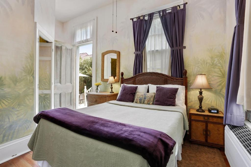 la com and image gallery hotel property us orleans manor of booking this rose breakfast bed new