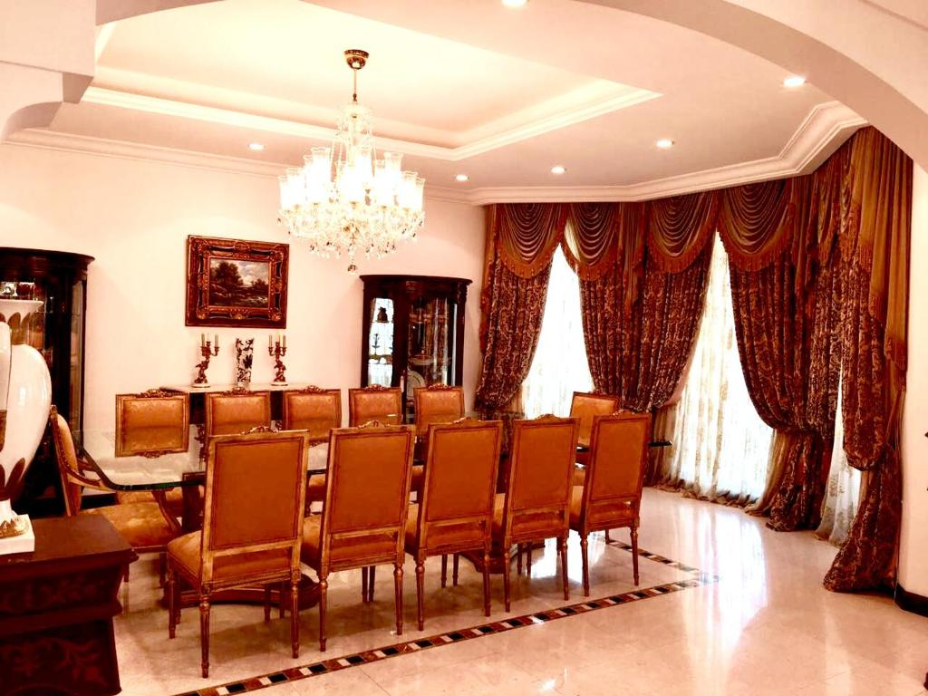 Five Bedroom Villa - Palm Jumeirah  Dubai  Uae