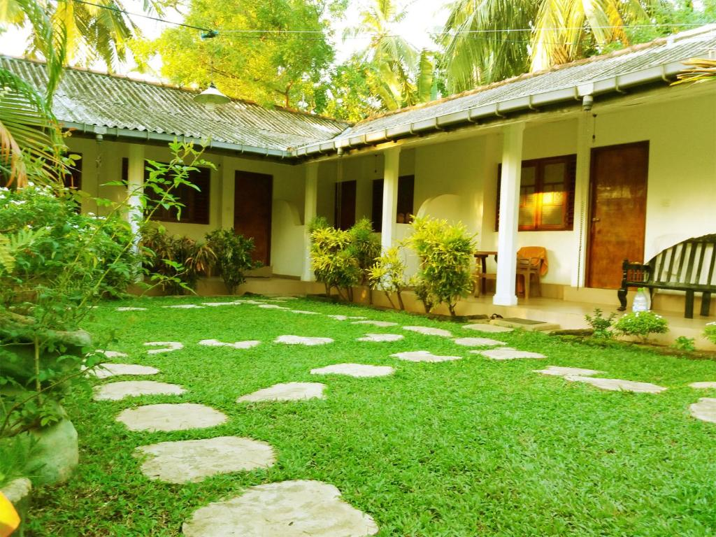 Palm garden guest house polonnaruwa sri lanka for Home landscape design sri lanka