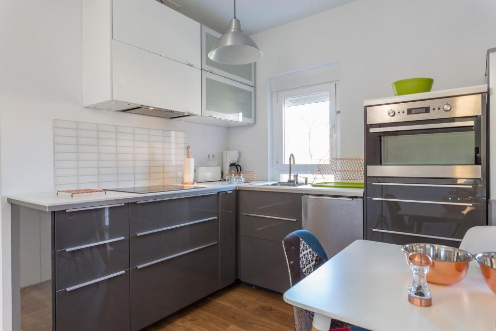 A kitchen or kitchenette at Life Style Madrid Center
