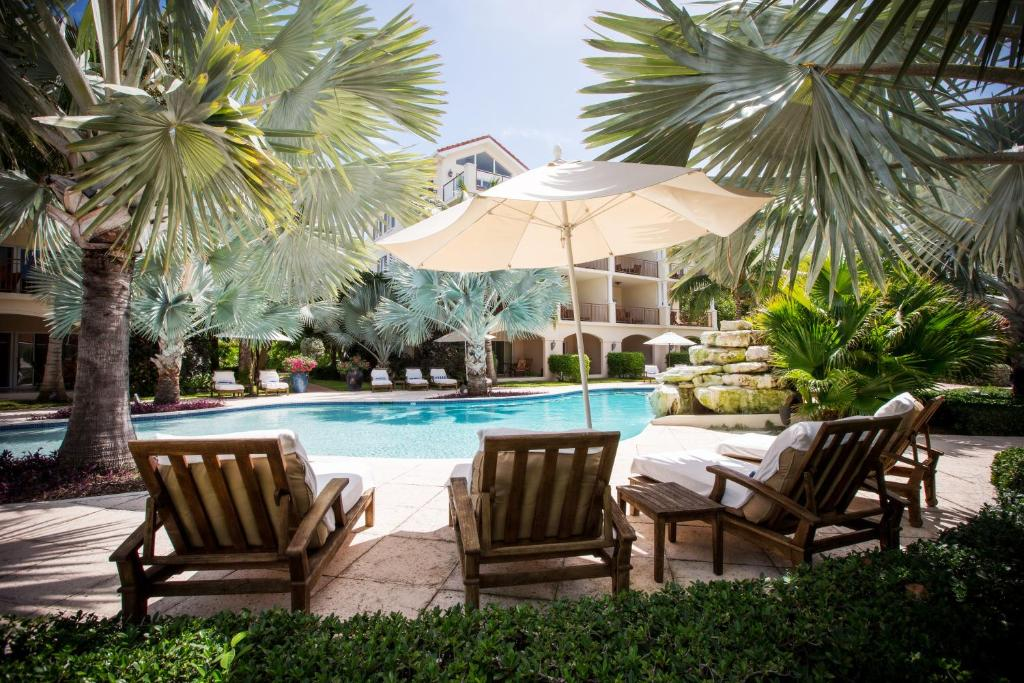 The swimming pool at or close to Villa del Mar