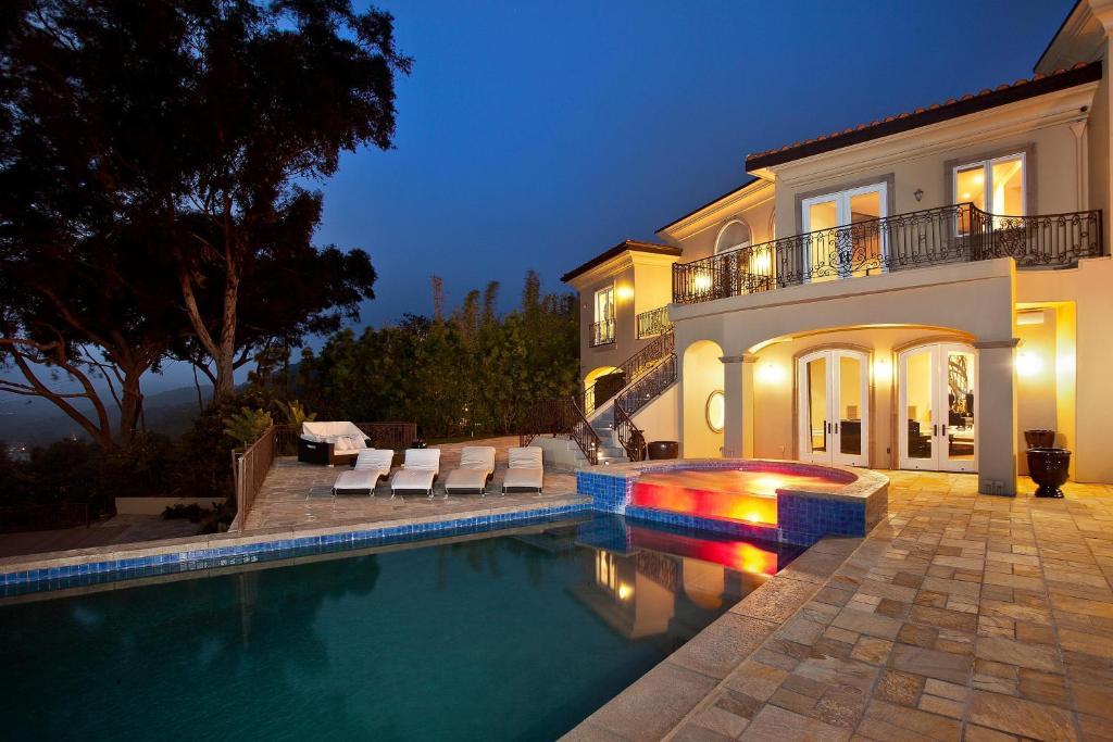 1016 beverly hills villa los angeles ca. Black Bedroom Furniture Sets. Home Design Ideas