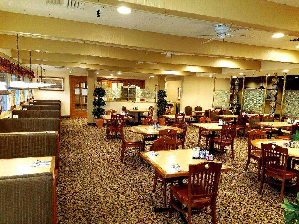 Piccadilly Inn Airport, Fresno, CA - Booking.com