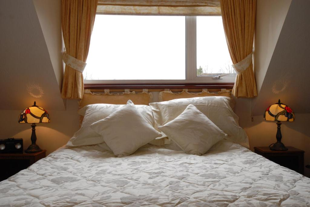 A bed or beds in a room at Iwood B&B