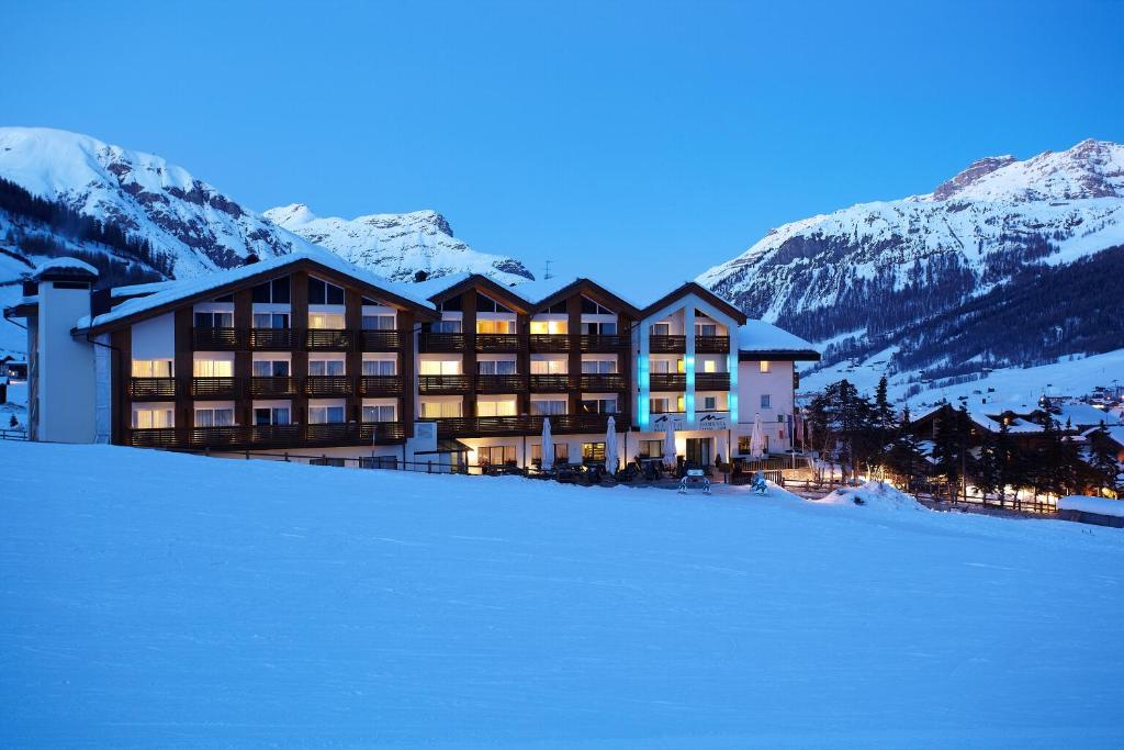 Hotel Lac Salin Spa & Mountain Resort during the winter