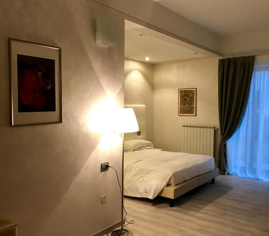 A bed or beds in a room at Esprit D'Hotel Panoramico