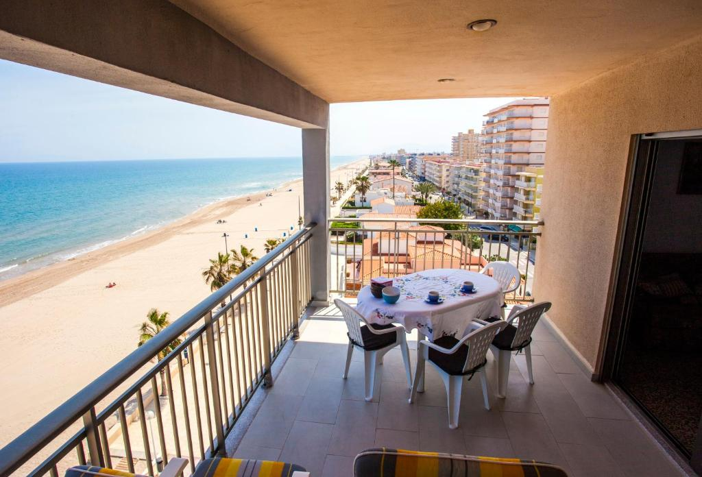 A balcony or terrace at Apartamentos Guillem