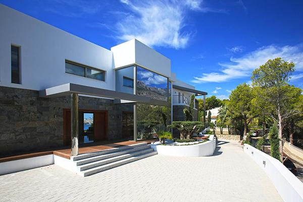 Imagen del Luxury brand new villa on the first line from the sea